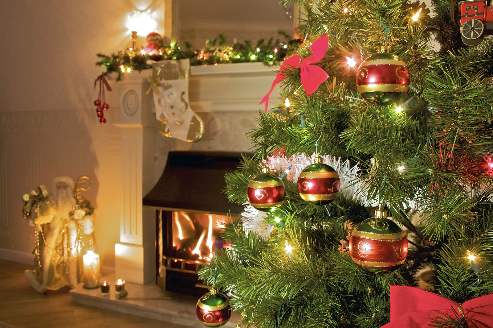 right sizing your condo 39 s holiday decorations blog. Black Bedroom Furniture Sets. Home Design Ideas